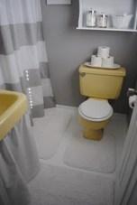 Yellow tile bathroom paint colors ideas (3)