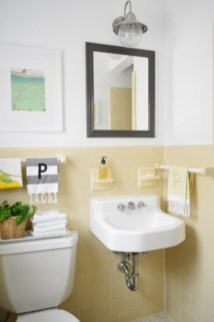 Yellow tile bathroom paint colors ideas (37)