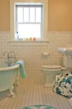 Yellow tile bathroom paint colors ideas (47)