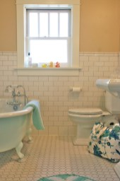 Yellow tile bathroom paint colors ideas (47)
