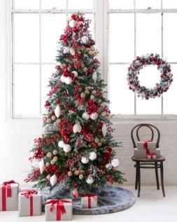 Beautiful scandinavian christmas tree decoration ideas 05