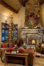 Cozy christmas decoration ideas for your apartment 09