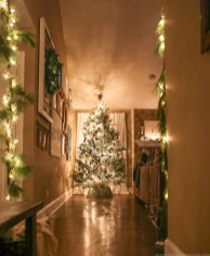 Cozy christmas decoration ideas for your apartment 27