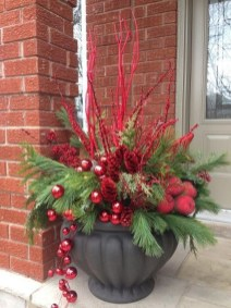 Easy outdoor christmas decorations ideas on a budget 36