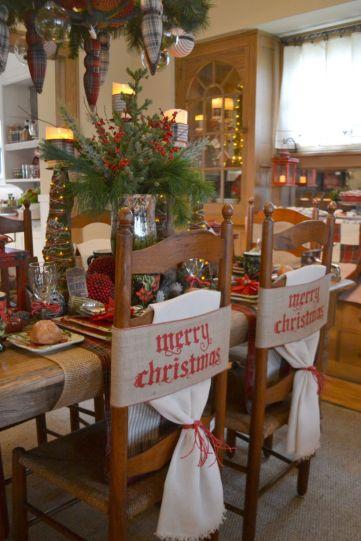 Inspiring farmhouse christmas table centerpieces ideas 13