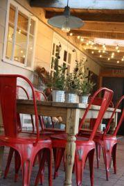 Inspiring farmhouse christmas table centerpieces ideas 22