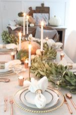 Inspiring farmhouse christmas table centerpieces ideas 35