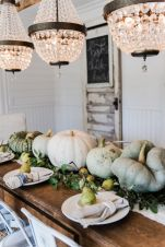 Inspiring farmhouse christmas table centerpieces ideas 37
