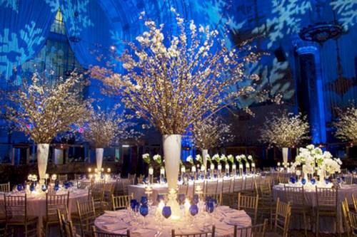 Spectacular winter wonderland wedding decoration ideas (1)