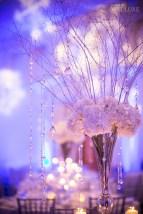 Spectacular winter wonderland wedding decoration ideas (31)