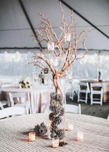 Spectacular winter wonderland wedding decoration ideas (35)