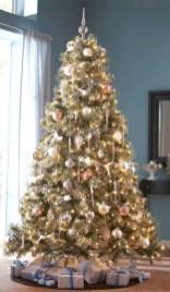 Stunning gold christmas tree decoration ideas 11