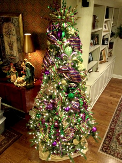 Stunning gold christmas tree decoration ideas 12