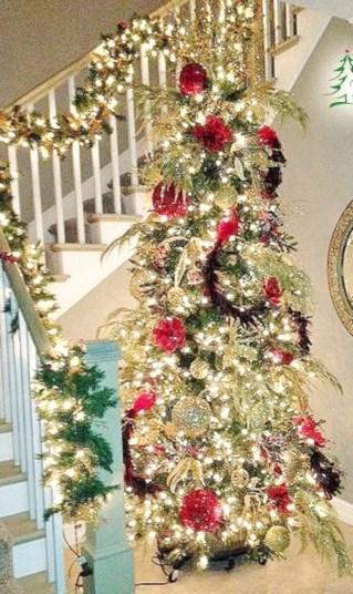 Stunning gold christmas tree decoration ideas 13