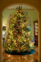 Stunning gold christmas tree decoration ideas 14