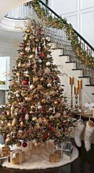 Stunning gold christmas tree decoration ideas 33