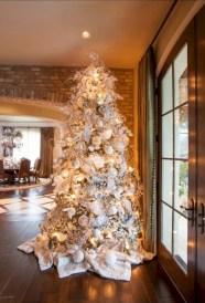Stunning gold christmas tree decoration ideas 43