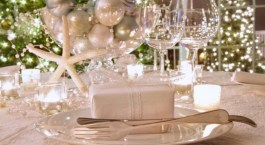 Stylish silver and white christmas table centerpieces ideas 03