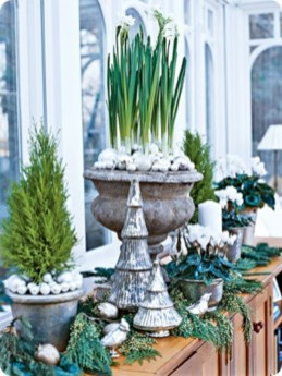 Stylish silver and white christmas table centerpieces ideas 14