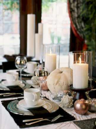 Stylish silver and white christmas table centerpieces ideas 27