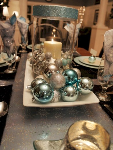 Stylish silver and white christmas table centerpieces ideas 39