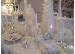 Stylish silver and white christmas table centerpieces ideas 40