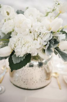 Totally adorable white christmas floral centerpieces ideas 06
