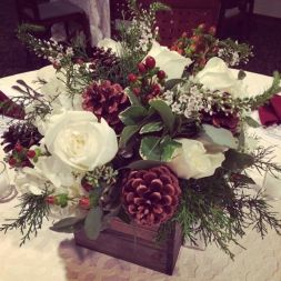 Totally adorable white christmas floral centerpieces ideas 19