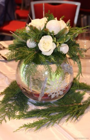 Totally adorable white christmas floral centerpieces ideas 26