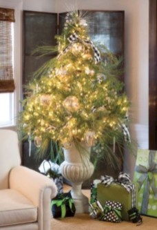 Totally inspiring small christmas tree decoration ideas for space saving 06