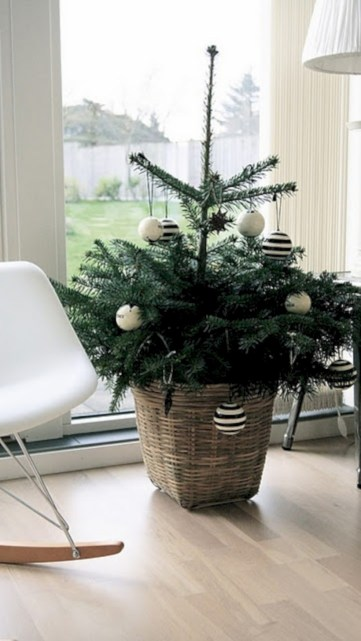 Totally inspiring small christmas tree decoration ideas for space saving 13