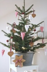Totally inspiring small christmas tree decoration ideas for space saving 31