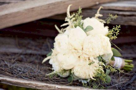Wonderful winter wedding bouquets ideas you will love (13)