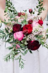Wonderful winter wedding bouquets ideas you will love (16)