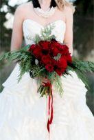 Wonderful winter wedding bouquets ideas you will love (17)