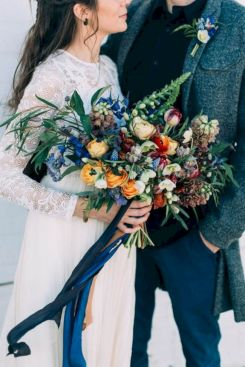 Wonderful winter wedding bouquets ideas you will love (18)