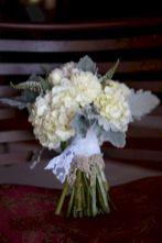 Wonderful winter wedding bouquets ideas you will love (21)
