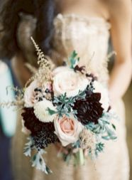 Wonderful winter wedding bouquets ideas you will love (22)