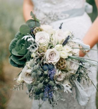 Wonderful winter wedding bouquets ideas you will love (27)