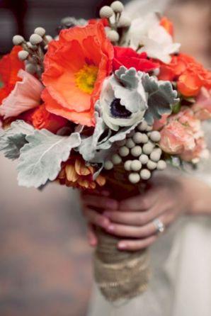 Wonderful winter wedding bouquets ideas you will love (29)