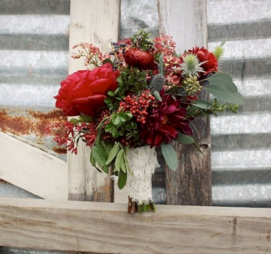 Wonderful winter wedding bouquets ideas you will love (31)