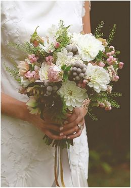 Wonderful winter wedding bouquets ideas you will love (40)