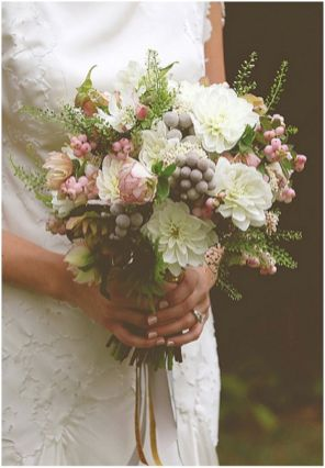 Wonderful winter wedding bouquets ideas you will love (40)