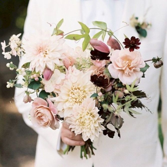 Wonderful winter wedding bouquets ideas you will love (41)