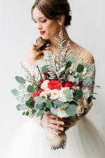 Wonderful winter wedding bouquets ideas you will love (6)