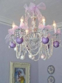 Adorable christmas chandelier decoration ideas 08