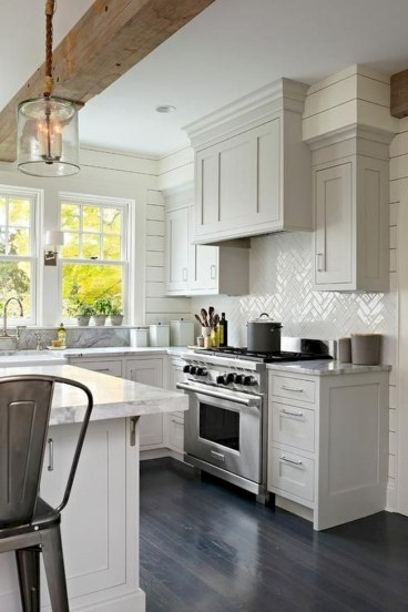 Adorable grey and white kitchens design ideas 17