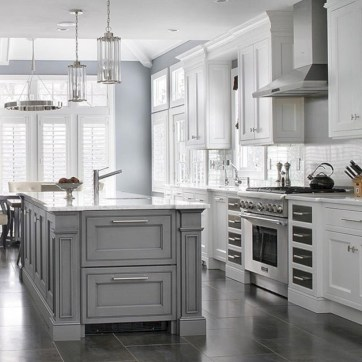 Adorable grey and white kitchens design ideas 23
