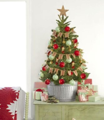 Beautiful and charming tabletop christmas trees decoration ideas 13