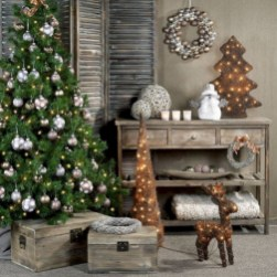 Beautiful and charming tabletop christmas trees decoration ideas 19